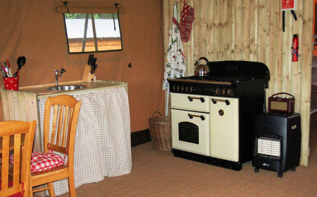 3_safari_tent_kitchen_450x281px