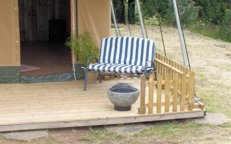 3_ling_safari_tents_porch_and_patio_450x281px.png