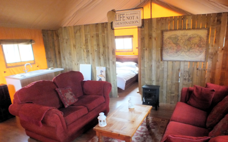4_ling_safari_tents_inside_450x281px.png